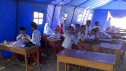 Ruang Kelas Ambruk, Siswa Harus Belajar di Bawah Tenda