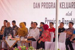 Presiden Jokowi Bagikan Ribuan KIP di Kota Banjar, Picu Siswa Semakin Berprestasi