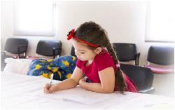 Manfaat Mengajari Anak Tulisan Tangan