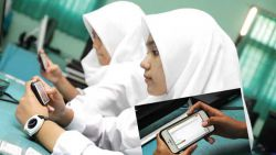 Sekolah di Jember Pakai Smartphone untuk Ujian