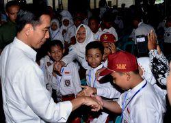 Presiden RI Bagikan 1.245 Kartu Indonesia Pintar di Kalimantan Selatan