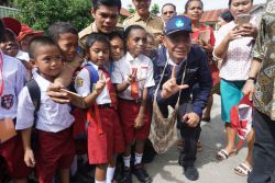 Mendikbud Pantau Hari Pertama Sekolah di Papua