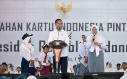 Presiden Bagikan 4.000 KIP di Gorontalo