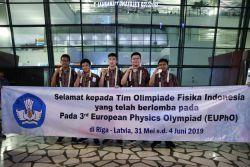 Berlaga di Olimpiade Fisika Eropa, Kontingen Indonesia Raih Lima Medali