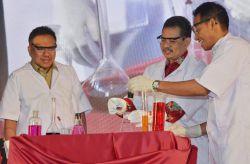OSN 2019 Dibuka dengan Demonstrasi Kimia oleh Gubernur Sulut dan Sesjen Kemendikbud